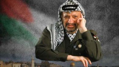 """Photo of أمام ضريح الشهيد """" أبو عمار """"  في رام الله…إخلع نَعليكَ يا موسى!!!"""